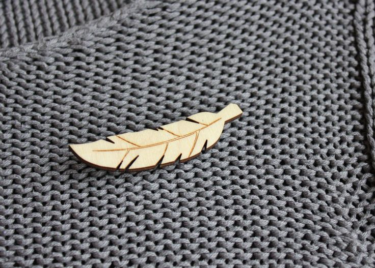 veer broche, houten broche, hout gelaserd, broche speld, houten juweel, cadeau idee voor haar door JolisMots op Etsy
