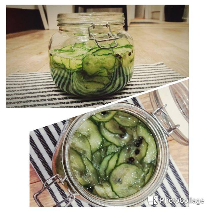 Der er mange mennesker der rynker lidt på næsen af agurkesalat .. hvilket jeg udemærket forstår .. alle de der syltede ting i supermarkedet, hverken ser eller smager særligt indbydende! Men man skal alligevel give agurkesalat en chance – hjemmelavet agurkesalat er nemlig noget af det lækreste OG letteste at lave. Jeg ELSKER bare hjemme lavet agurkesalat (køber ikke det færdiglavede) og spiser det til b.la frikadeller og kylling Her får i opskriften Opskrift (2-4 pers) Ingredienser; 1…