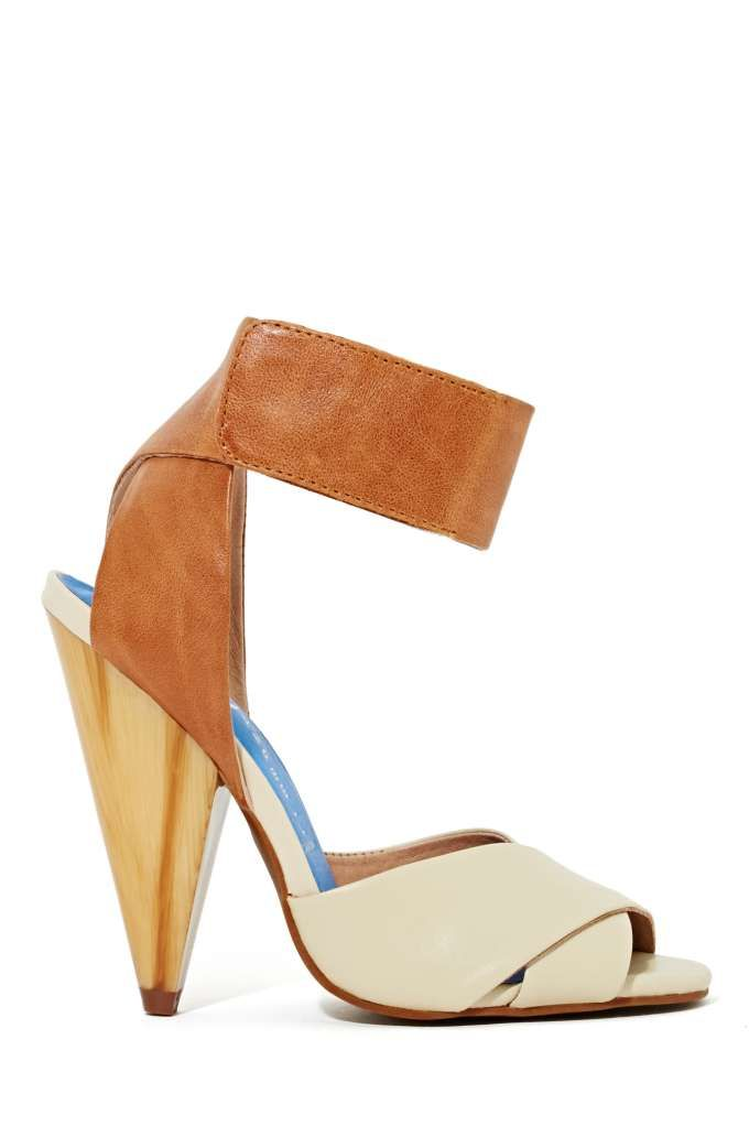 Way cute cream and camel leather sandals featuring velcro ankle straps and a criss-cross white leather straps.