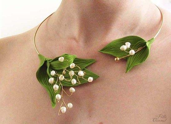 Un collier de muguet pour une mariée nature (La Fille du Consul : http://lafilleduconsul.blogspot.com)