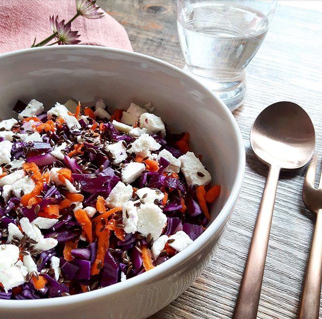 Salade de chou rouge, carottes, feta et huile de noisettes – Copyright © Gratinez / Arts de la table par La Trésorerie ®