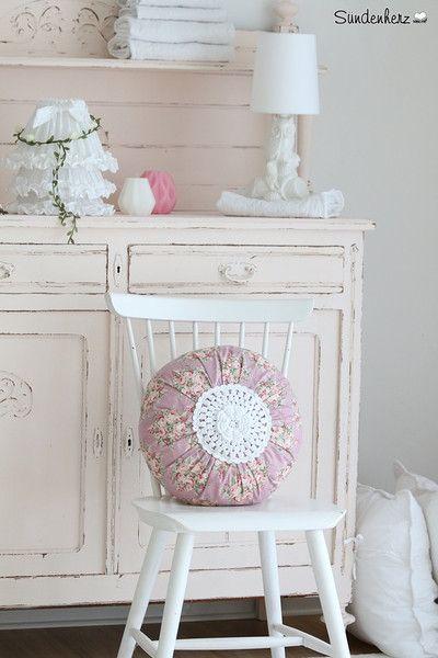die besten 25 runde kissen ideen auf pinterest quilt kissen gackern gackern sew und n hkissen. Black Bedroom Furniture Sets. Home Design Ideas