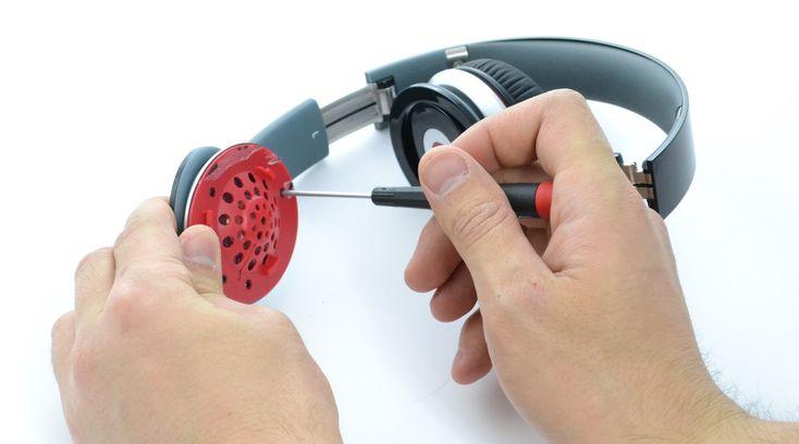 Desmontagem dos fones da Beats