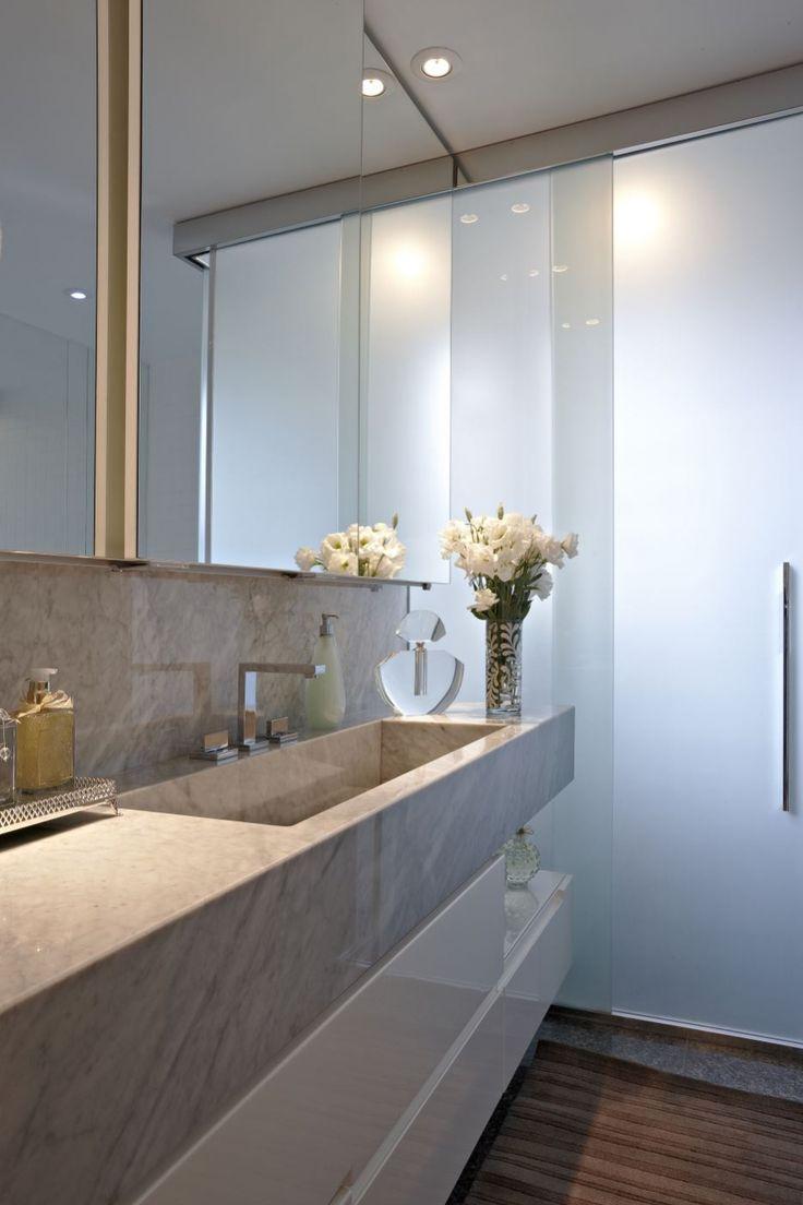 Banheiros sociais decorados como lavabos com a área do chuveiro camuflada!   -> Banheiro Decorado Com Gabinete De Vidro