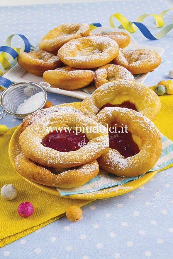 Frittelle bavaresi con confettura ai frutti di bosco