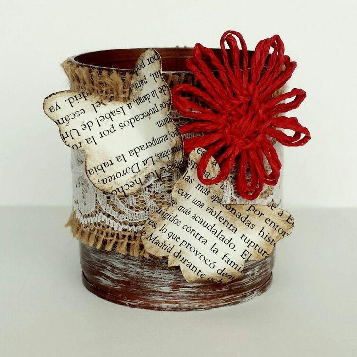 Lata decorada mariposas papel y flor de cuerda