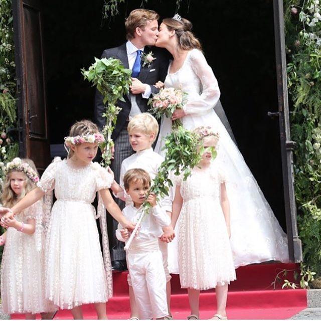Princess Dream  #LuisaBeccaria_Bridal @cleovonadelsheim •  #luisabeccaria#trueromance#dreamydresses#dreamydress#bridalatelier#hautecouture#romantic#princess#bridal#brides#weddinginspiration#luisabeccaria_kids