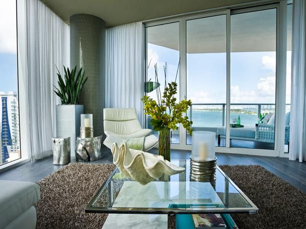 Sheer linen drapery creates a soft, ethereal cocoon in early morning.: Living Rooms Accent, Clean Design, Living Rooms Paintings, Urban Oasis, Tabletop Decor, Condos Living, Living Rooms Tables, Contemporary Design, South Beaches