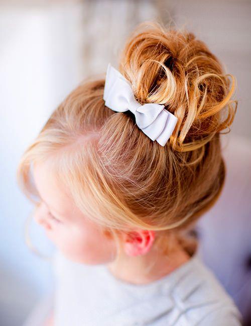 Ideia de penteado e acessório para daminhas.