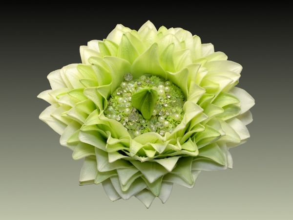 "Glamelia - ""Annette Von Einem""    Lily petals?  Interesting construction. #glamelia #compositebouquet #greenbouquet"