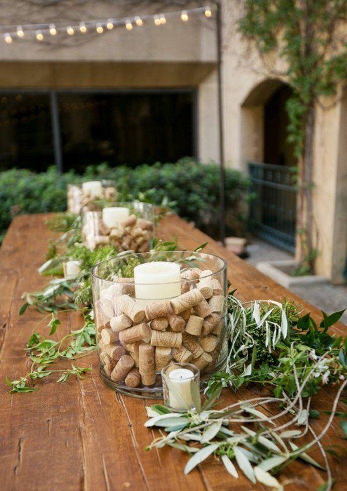 de grands bocal en verre pleins de bouchons en liège, jolie décoration champêtre