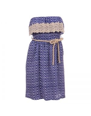 Στράπλες φόρεμα εμπριμέ σε μπλε χρώμα.