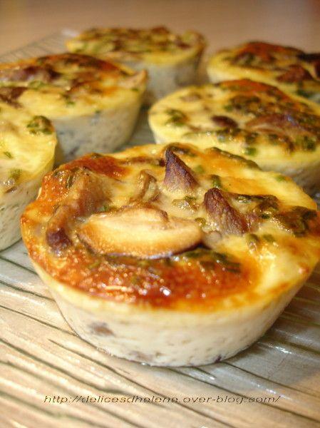 FLAN AUX CHAMPIGNONS SAUVAGES (Pour 8 P : 500 g de champignons sauvages (congelés), 5 oeufs, 30 cl de crème, 30 g de beurre, 2 c à s de ciboulette, muscade, sel et poivre)