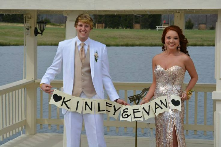 Just change out the names. Cute prom picture idea that my boyfriend and I did!