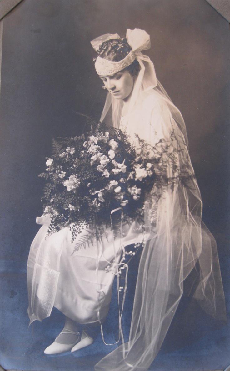 It's Wedding Dress Wednesday, this week featuring Ida, a 1925 bride! #vintage #wedding #1920s #flapper @Etsy