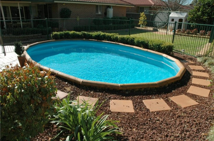 Stepping stones around pool small inground pool spa for Natural stone around pool