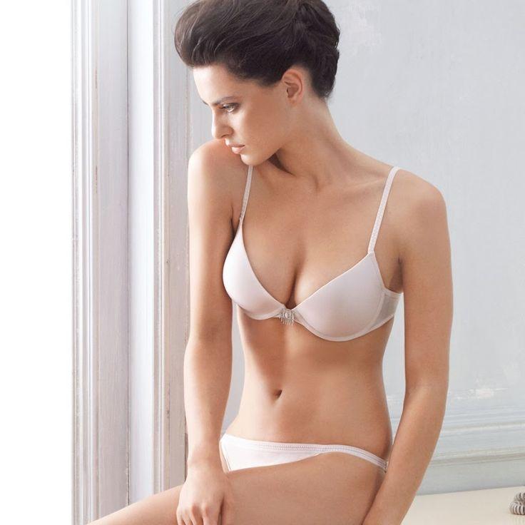 Супержеланная модель Катринель Менгия - фото в белье