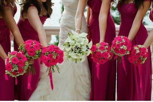 Алый цвет, идеален для подружек невесты)