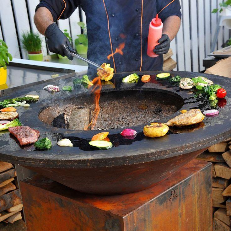 Letní grilování v Restauraci Žofín Garden na grilu Ofyr