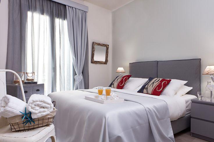 Υπέροχη διακόσμηση, άνεση και γωνιές για όλους! Τα δωμάτια και οι σουίτες του Gardens Gallery Hotel γίνονται οι μικροί παράδεισοι των φετινών σας διακοπών! Κάντε κράτηση online στο http://goo.gl/BvYPz9.   Stylish décor, spacious premises and lovely corners! The rooms and suites of Gardens Gallery Hotel are you accommodation heaven for this summer! Book