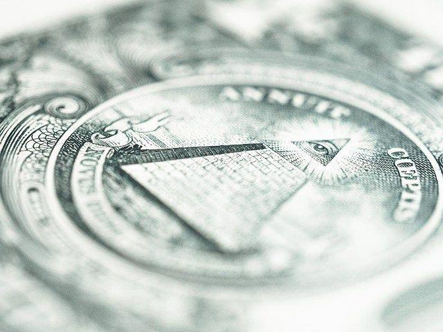 アメリカのドル崩壊を前にして、ロシアは、金の買い占めに入っているし、中国の富豪たちもドルを放棄し、金に換金していると噂されている。 もはや