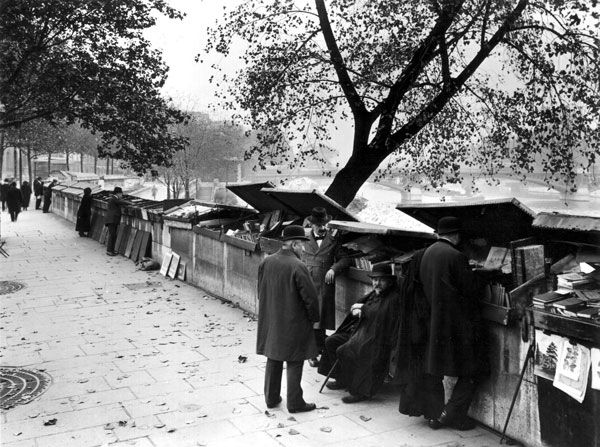 Yvon  Image Title:      Quai Malaquais - Paris  Year:      c. 1920s