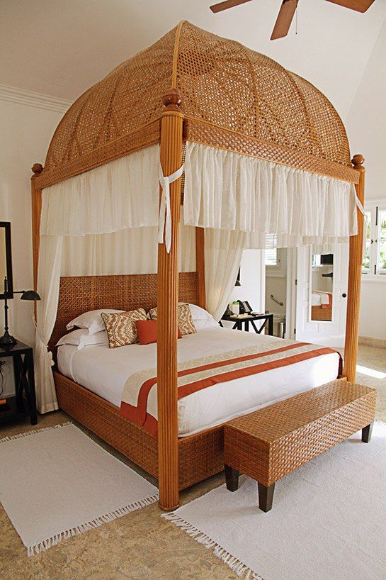 Late Fashion Icon Oscar De La Renta Revamped The Interiors Of Tortuga Bay  Hotel, A