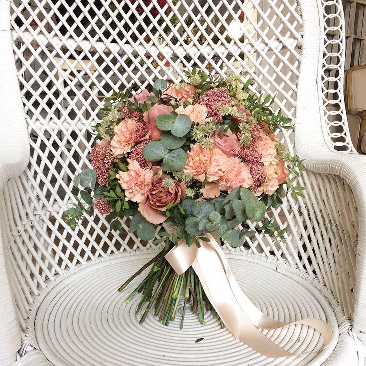 Роза, гвоздика, озотамус, эвкалипт