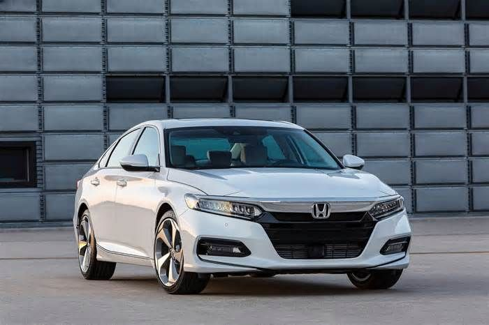 "2018 Honda Accord very much the gold standard BRETTON WOODS, N.H. —Pulling up to the Omni Mount Washington Resort in Bretton Woods, New Hampshires, my initial thoughts were of the fictional Overlook Hotel from the Stephen King novel, ""The Shining."" If a staffer would have greeted me by saying ..."