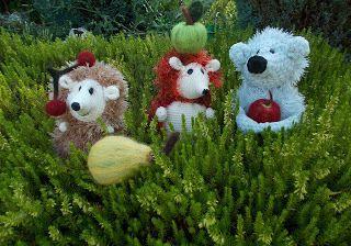 Wełniana Owieczka: Trzy małe jeże zajadały owoce świeże