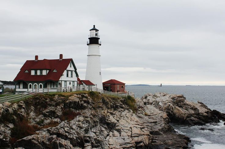 Leuchtturm in Maine. Lighthouse at the coastline of Maine