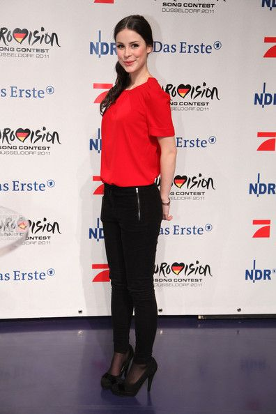 Lena Meyer-Landrut Photos - Lena Meyer-Landrut poses at photocall after the TV show 'Unser Song fuer Deutschland' on February 18, 2011 in Cologne, Germany. - 'Unser Song Fuer Deutschland' TV Show - Finale