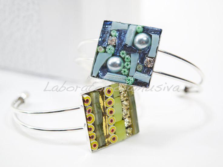 Bracciali in metallo anallergico con mosaico in vetro, strass e murrine veneziane. Colore denim e giallo.