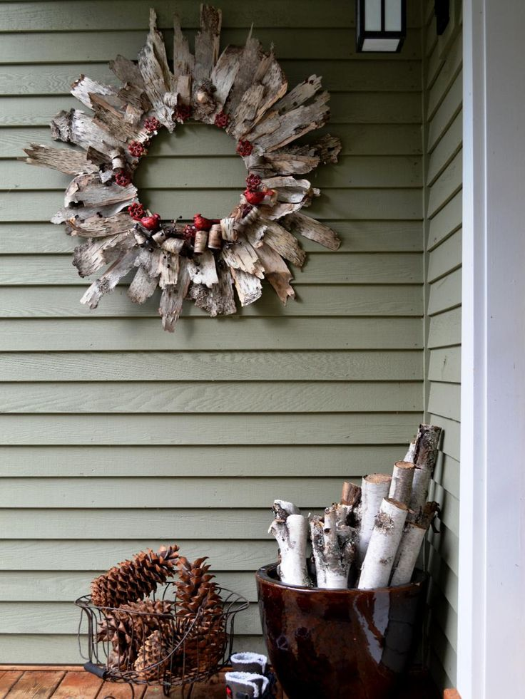 This Christmas, show off your crafting skills and impress your holiday guests with these simple and stylish Christmas wreath ideas.