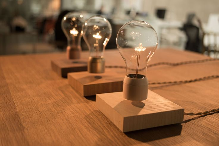 Flyte Simon Morris Creates A Light That Levitates Luces Flotantes Ampolleta Lamparas Originales