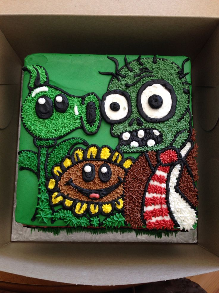 Plants vs zombies birthday cake... Made by sugar city cupcakes in Barrie, Ontario
