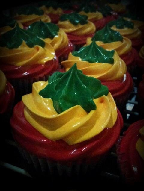 Rasta cupcakes. Can we make these?? While listening to Bob Marley