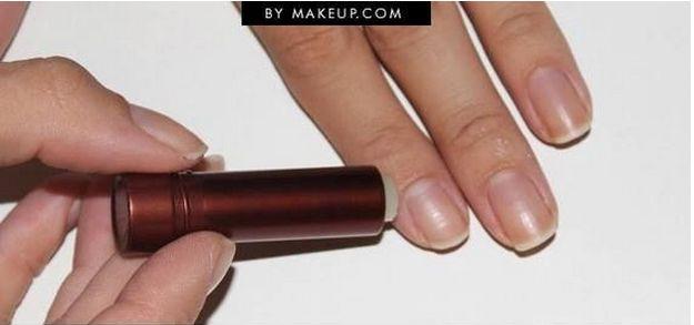 Et pour éviter les bavures, le baume à lèvres reste le moyen le plus efficace. | 38 astuces beauté simples et pratiques