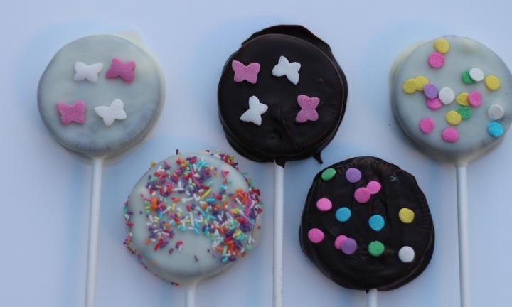 Oreo cookie pops - Kidspot