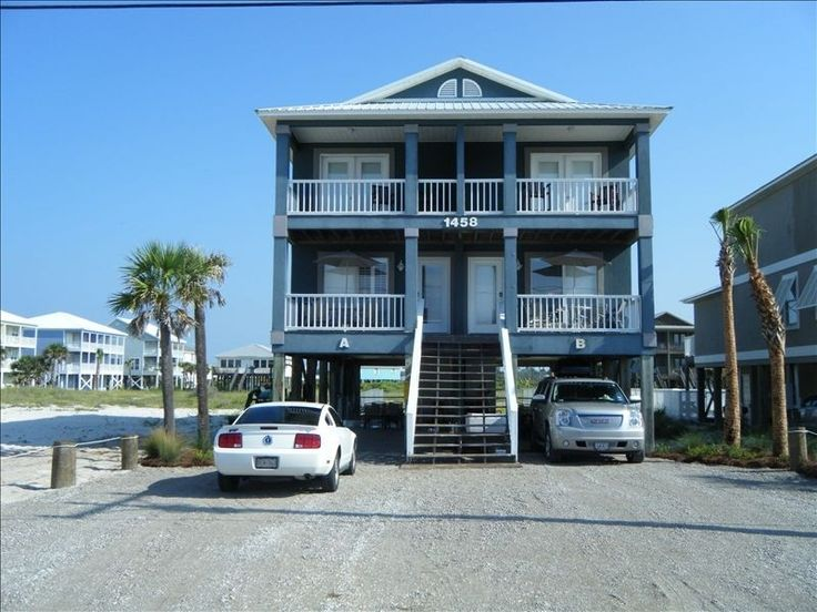 Gulf shores. Fur babies welcome. Fenced yard. Right off beach.