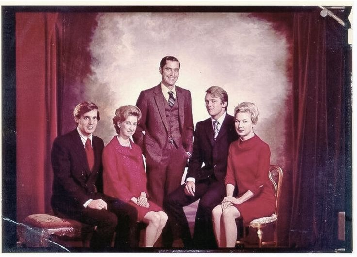 Donald Trump & siblings with parents, Fred & Mary Anne