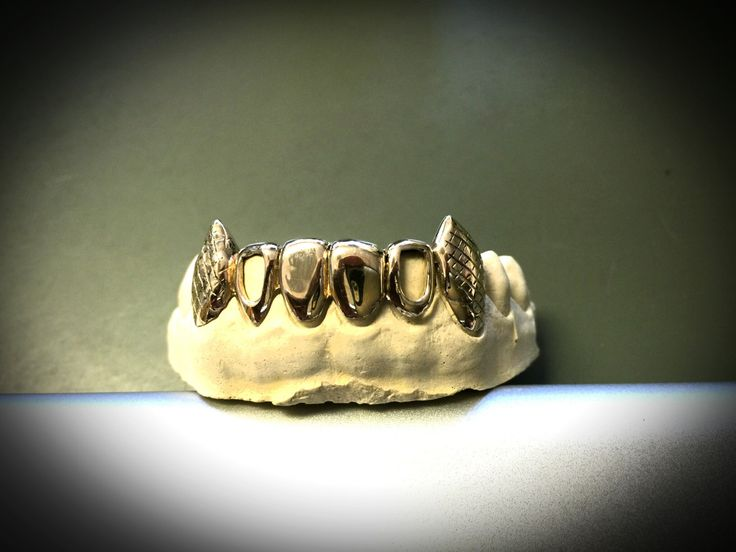 10k gold teeth 6 bottom with extended fangs and pineapple cuts