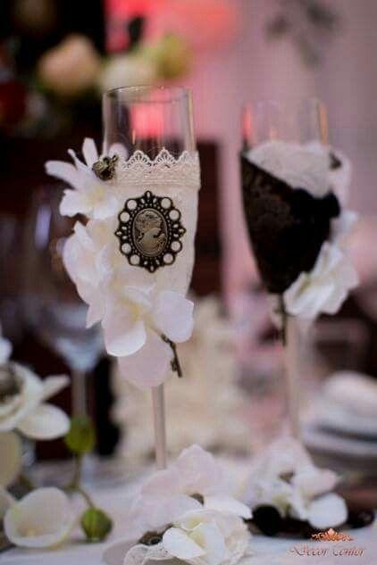 Ne-am îmbrăcat deja în haine de sărbătoare! Tu invită-ne să organizăm petrecerea!  #decorations #wedding