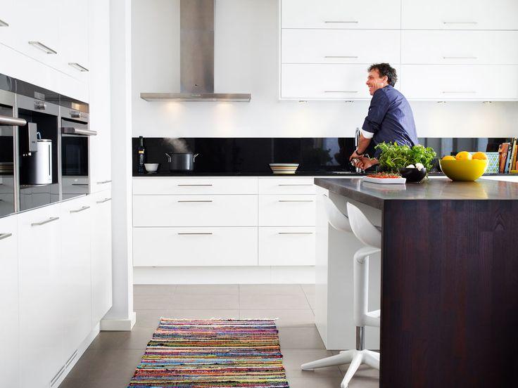 Leter du etter et moderne kjøkken? Kjøkkenserien Solid fra Drømmekjøkkenet er et lyst og moderne kjøkken. Finn kjøkkeninspirasjon hos Drømmekjøkkenet!