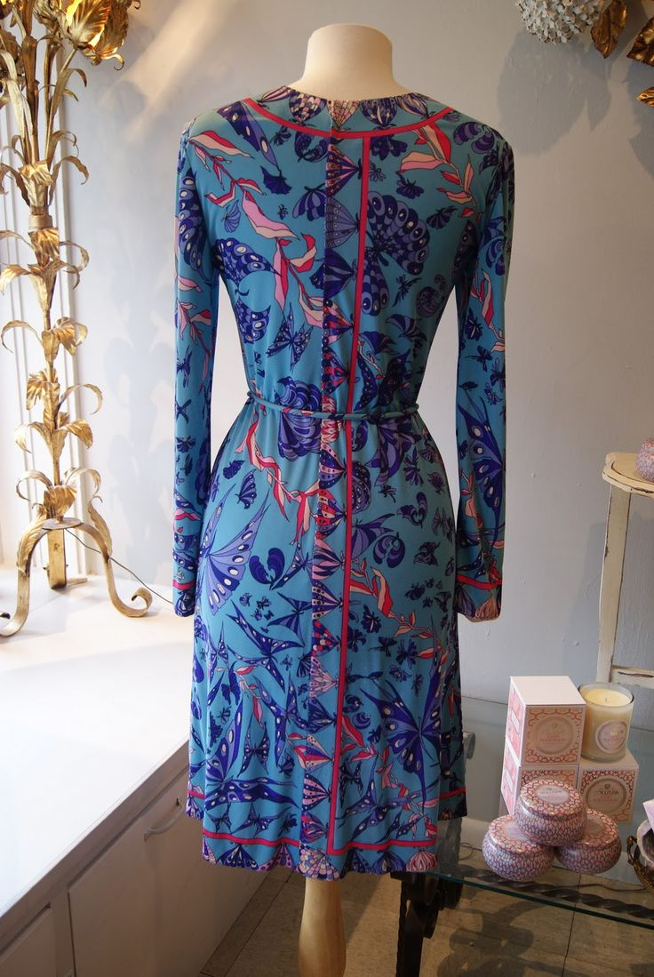 25 best ideas about vintage clothing stores on pinterest for Pawn shops that buy wedding dresses near me