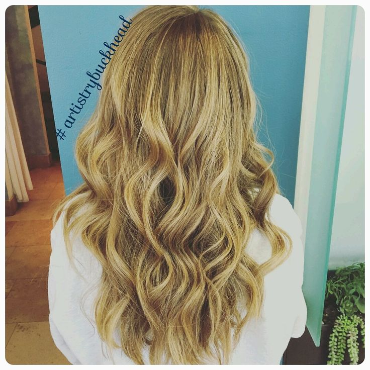 Not so natural but very natural blonde color achieved with this client switching from foils to balayage. Katie used @schwarzkopfpro  BlondMe lightener and Vibrance color. Then she styled using @renefurtererusa lissea smoothing balm and @oribehaircare  dry texturizing spray. #artistrybuckhead #buckheadsalon #balayage