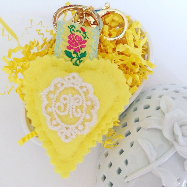 Handmade with love yellow wool felt heart with gold keychain 💛🍃 handmade, made in Greece, wool felt, heart, yellow, personalized, gift, floral, retro, keychain, etsy, lace, monogram, egst, makers gonna make