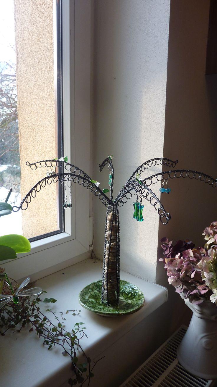 stromová šperkovnice
