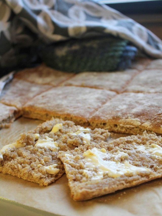 """""""Saisiko olla itse tehtyä ruisleipää?"""" Jos etevän emännän pisteitä on jaossa, ropsahtaa tuolla kysymyksellä koko potti niskaan kerralla. Vastaleivottu leipä itsessäänkin henkii jo sellaista keittiö on"""