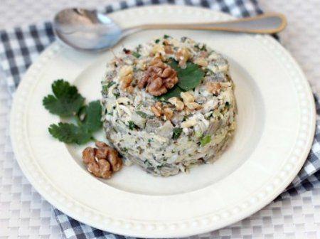 Салат с баклажанами, сыром и яйцами